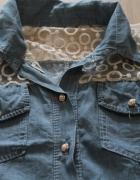 jeansowa koszula z koronkowymi wstawkami