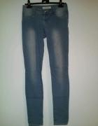 Jasne jeansy wycierane