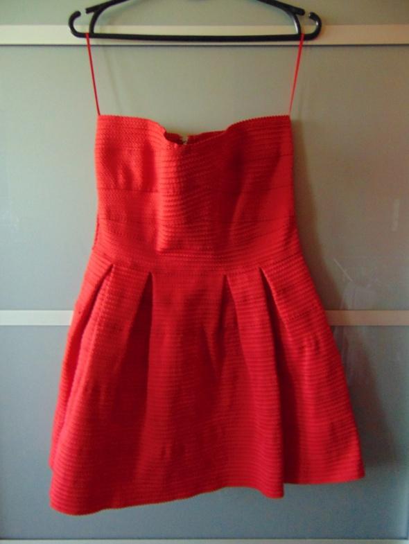Suknie i sukienki Czerwona sukienka sinsay rozkloszowana