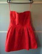 Czerwona sukienka sinsay rozkloszowana