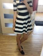 Rozkloszowana sukienka w paski Reserved