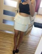 Biała spódnica z falbanką reserved