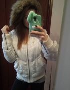 Biała kurtka futerko miś Yups...