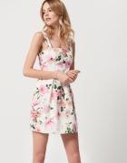 sukienka w kwiaty biała mohito