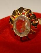 złoty 14 karatowy pierścionek z duzym kryształem p