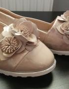 śliczne buciki pudrowy róż