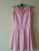 sukienka rozkloszowana pudrowa dekolt serduszko