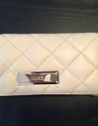 DKNY pikowany portfel skora