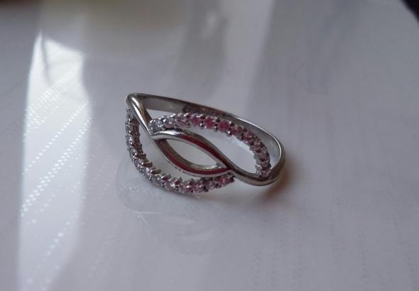 Pierścionki Złoty pierścionek z cyrkoniami białe złoto