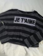 Szarawy sweter w pasy