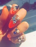 Zestaw złotych pierścionków z kamieniami...