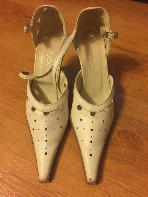 21b0bff8 Białe skórzane buty ślubne rozmiar 35 w Buty ślubne - Szafa.pl
