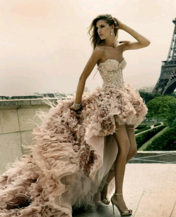 Eleganckie Piękna suknia asymetryczna falbanki długi ogon