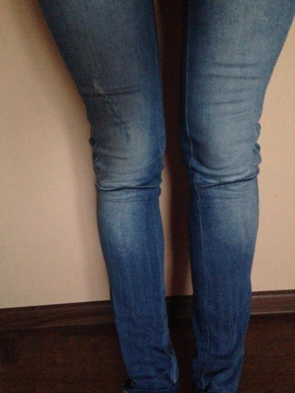 Spodnie jeansowe rurki z zamkami