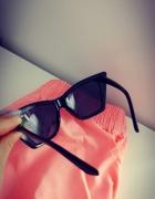 Czarne okulary przeciwsłoneczne kocie Sinsay...