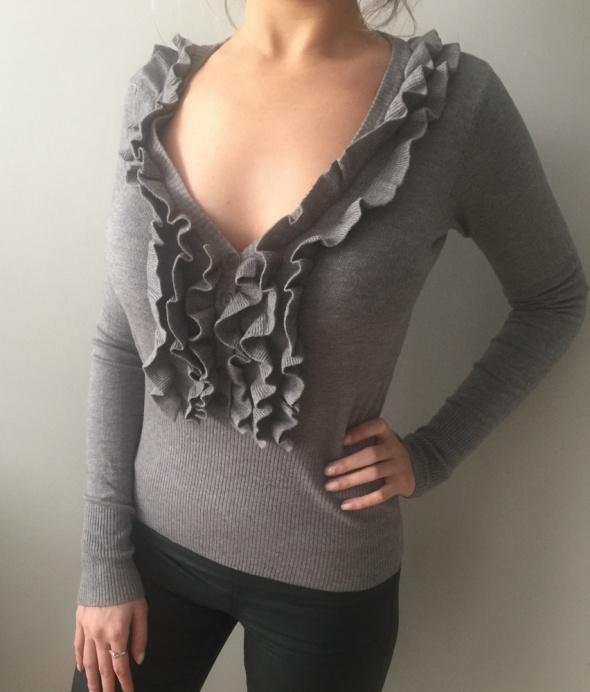 sweterek z falbankami szary tanio