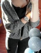 Medicine Szary luźny sweterek z brązowym guzikiem