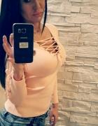 Jasno różowa bluzeczka wiązana