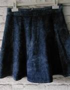 rozkloszowana spodnica jeans