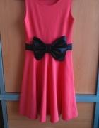 Sukienka rozkloszowana z kokardą