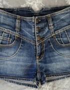 Jeansowe spodenki z wysokim stanem...