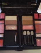 paletka kosmetyków do makijażu