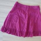 Rozkloszowana spódnica z falbaną