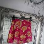 kolorowa spódniczka w kwiaty