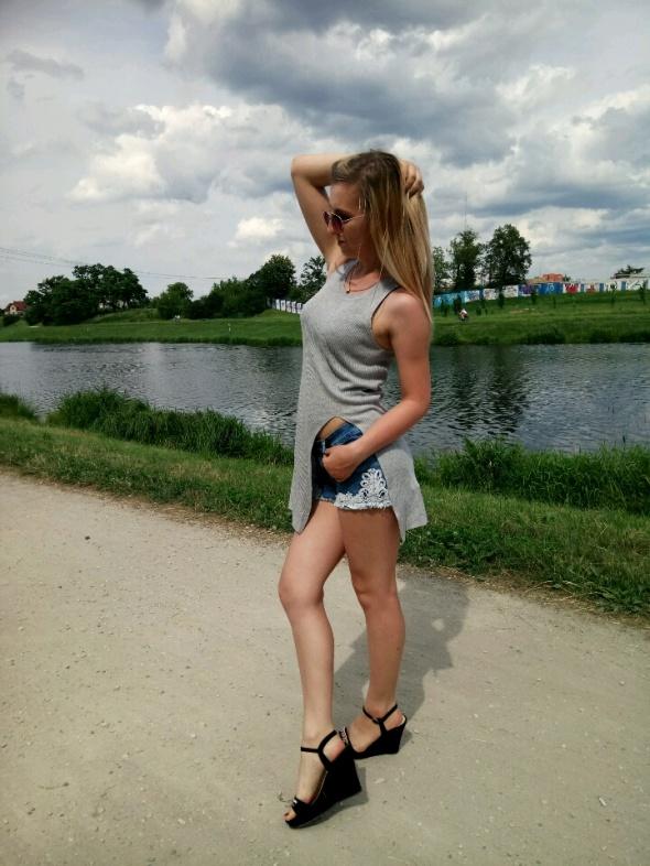 Blogerek Długa szara bluzka