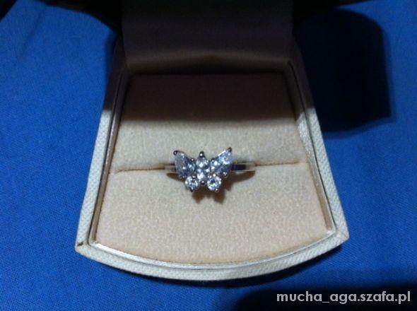 srebrny pierścionek motylek z cyrkoniami