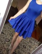 Imprezowa niebieska szafirowa sukienka suknia falb