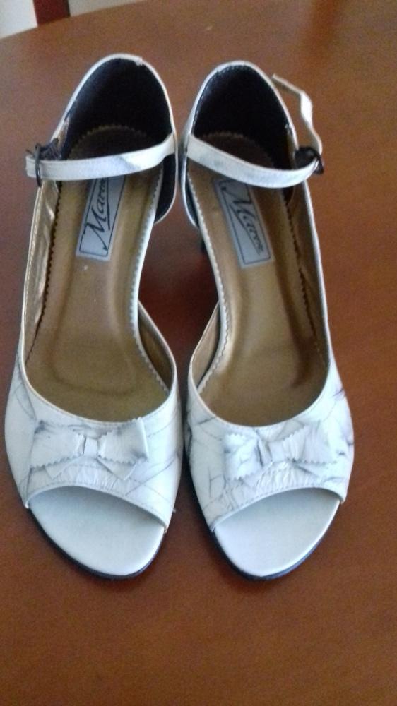 Eleganckie sandały ecru 39