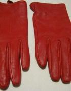Czerwone skórzane rekawiczki...