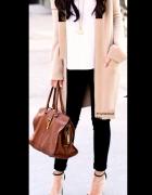 Piękny przedłużany sweterek narzutka