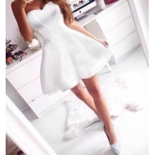 Suknie i sukienki Biała gorsetowa rozkloszowana sukienka Muah