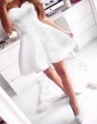 Biała gorsetowa rozkloszowana sukienka Muah