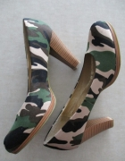 Czółenka moro Pearlz wojskowy styl 39 8 cm