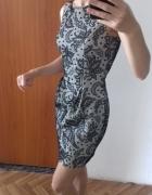 Piękna wzorzysta sukienka
