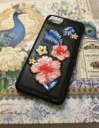 Czarne etui na iPhone 7 w haftowane kwiaty