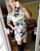 Dresowa sukienka kwiaty...