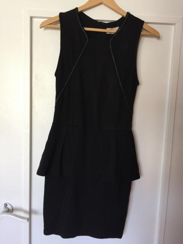 4ffe43959f519b czarna sukienka z ZARY z baskinką w Suknie i sukienki - Szafa.pl