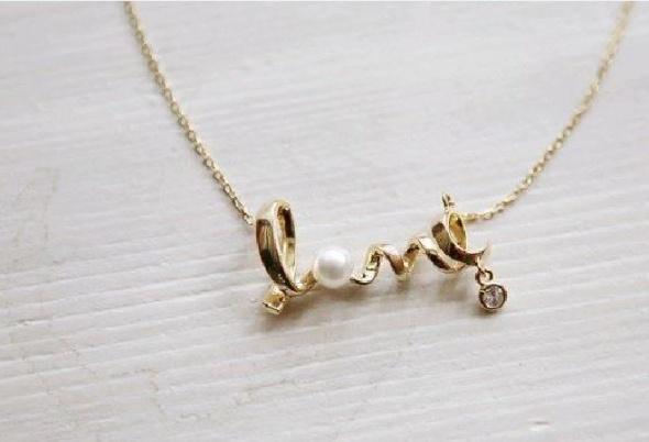 Naszyjniki Naszyjnik love z perełką i złotym łańcuszkiem