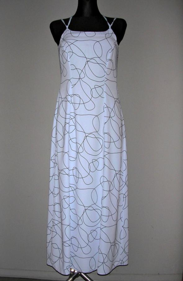 Niebieska sukienka MAXI z czarnym wzorem