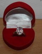Włoski złoty pierścionek zaręczynowy Tacori