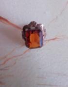 stary miedziany pierścionek z kamieniem