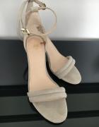 Sandałki zamszowe nowe 37