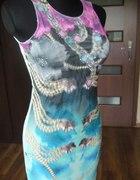 miętowa sukienka z trójwymiarowym motywem