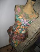 Sukienka z baskinką w kwiaty River Island