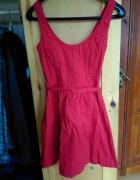 Czerwona sukienka bershka