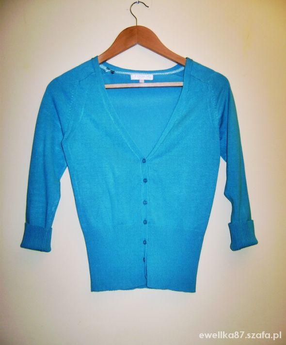 Swetry Butik sweter w serek na guziki